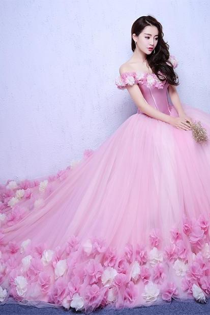 2017 Romantic Ball Gown Pink Wedding Dresses Off the Shoulder Court train Bridal Wedding Dress with Flowers